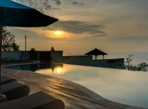Villa Rose in Pandawa Cliff Estate, Piscina al atardecer